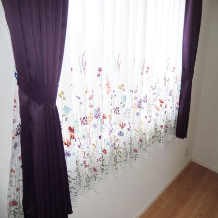 カジュアルなカーテン