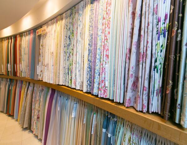 京都のカーテン専門店ジョイリビングイトオの店内