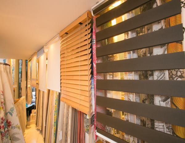 窓廻りアイテムも豊富に取り揃えている京都のカーテンショップ、ジョイリビングイトオ