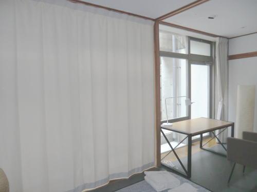 薄いクリーム色のプレーンオーダーカーテン
