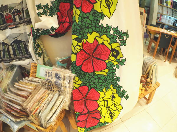 鮮やかなデザインが魅力のカーテンです