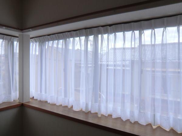 L字コーナー窓にもオーダーカーテンは対応可能です。