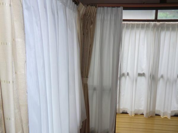 南面窓にUV機能付きレースカーテン