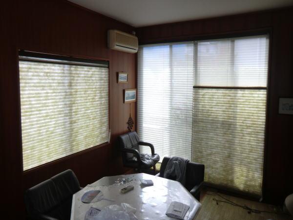 掃き出し窓辺に2連、中間窓へ納品
