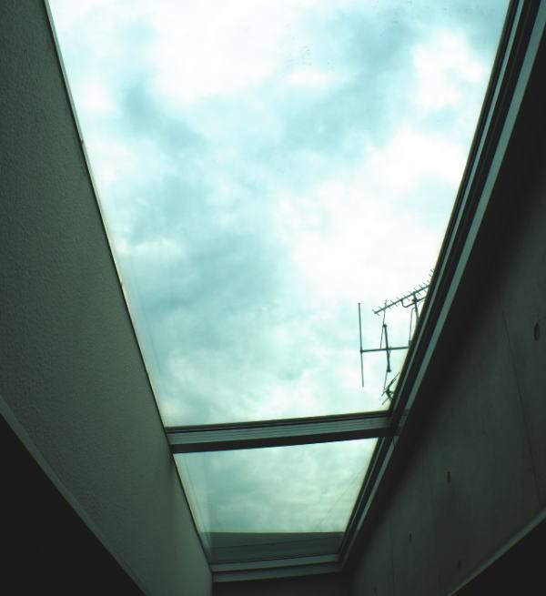 何も取り付けてない状態の天窓