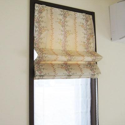 細長窓にはプレーンシェ-ドがよくマッチします