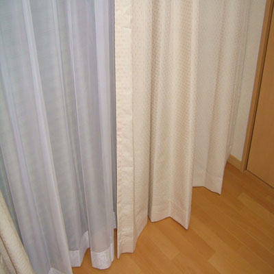 2重カーテンの取り付けとなります
