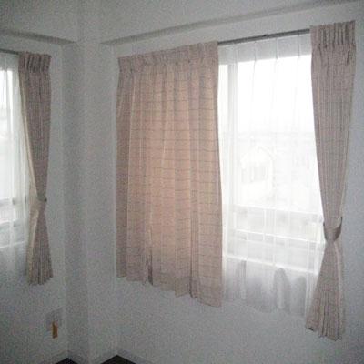 中間窓に2重カーテン納品