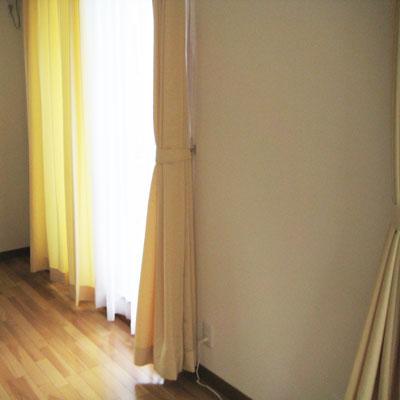 イエロー厚手カーテンとボイルレースカーテン