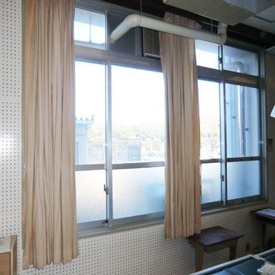 before(取り換え前の古いカーテン
