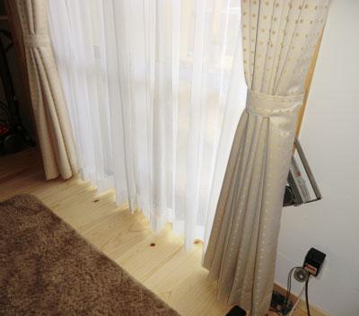 落ち着いたデザインのプレーンカーテン