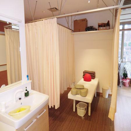 京都市内の店舗様へ医療用カーテン納品