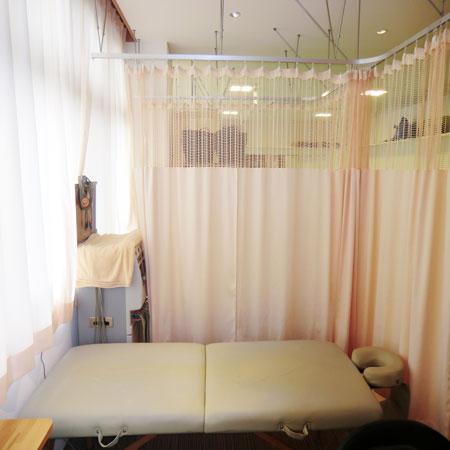 医療用カーテンを鍼灸整骨院様へ納品