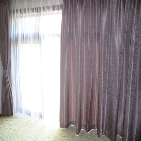 居間でダブルカーテン納品