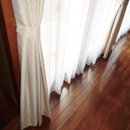 廊下へカーテン納品