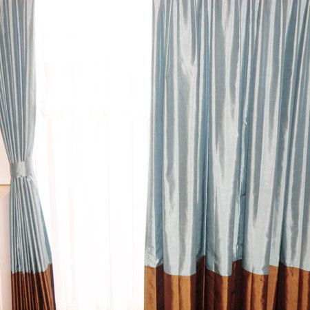 変化のある窓辺のカーテン