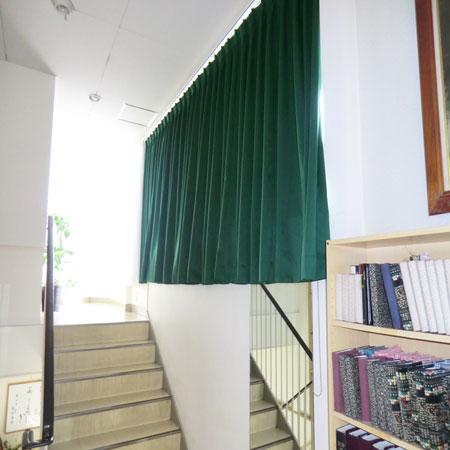 キリスト教会内にカーテン納品