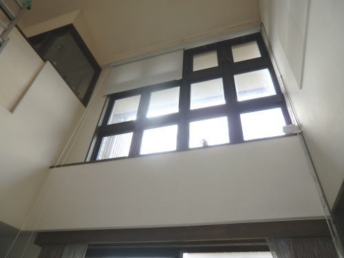 リビング高窓にロールスクリーン納品
