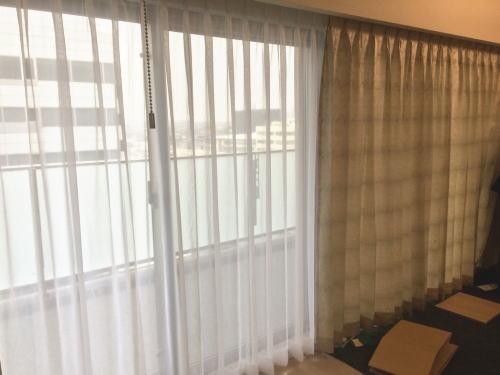 カーテンボック内へカーテン取り付け納品
