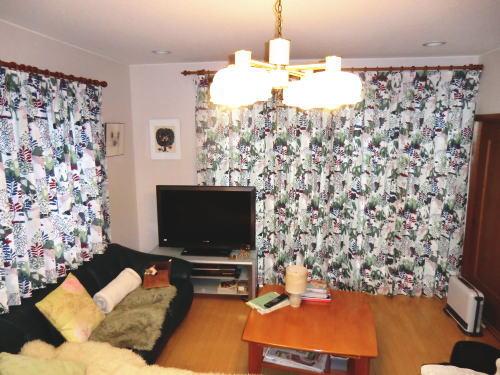 装飾レールに北欧カーテンが似合います(京都府長岡京市)