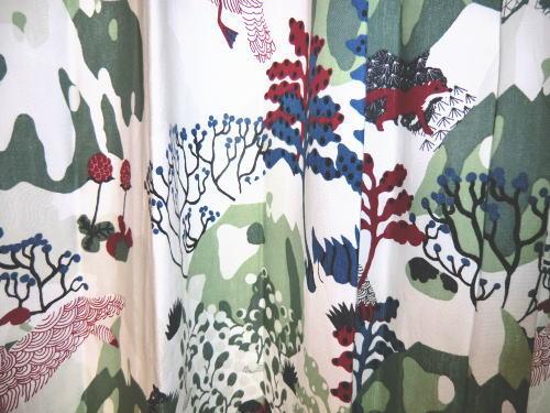 大胆且つ繊細なデザインのカーテン
