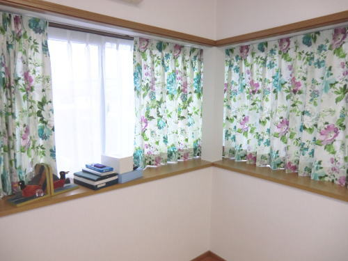 草花模様のデザインカーテン(イギリス製)