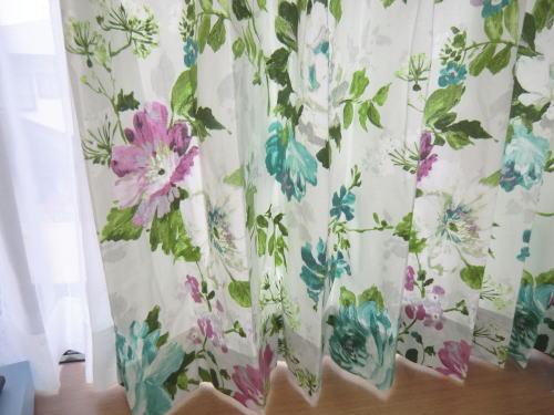イギリス製、綿100%のカーテンテキスタイル