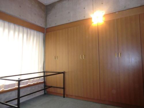 就寝室で厚手カーテン納品