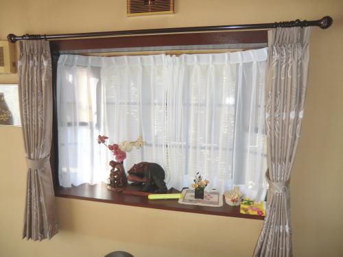 出窓にカーテン納品