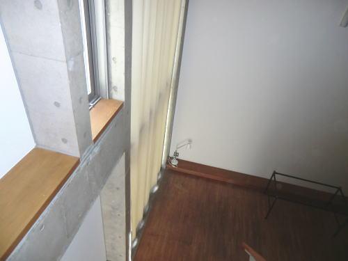 高窓のカーテンボックスにヒダなしカーテン納品