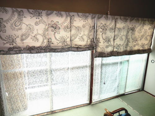 掃き出し窓にプレーンシェード取り付け納品