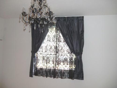 小窓にもカーテンでおしゃれを提案します