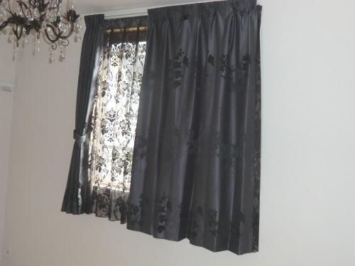 濃紺カラーのカーテン