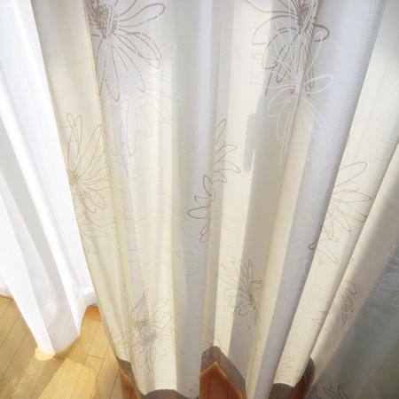 シンプルな花柄カーテン