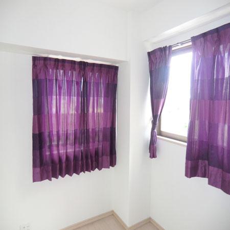 紫色のチェックカーテン