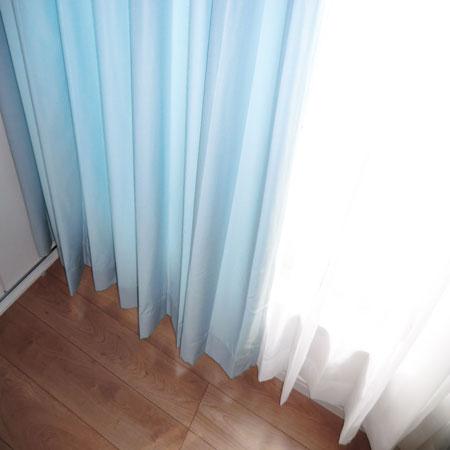 ブルーカラーのオーダーカーテン