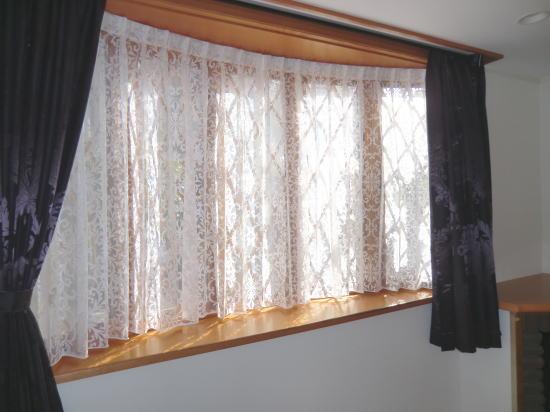 モダンデザインのカーテン