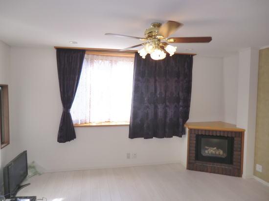出窓にオーダーカーテン納品