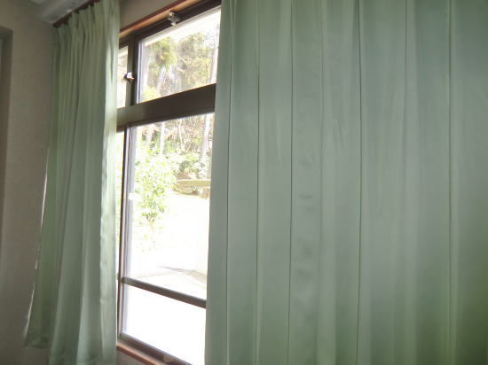 備品室にカーテン