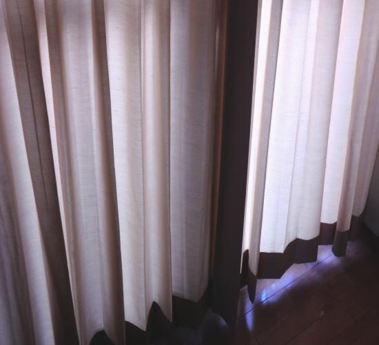 寝室に、オーダーカーテン取り付け、納品
