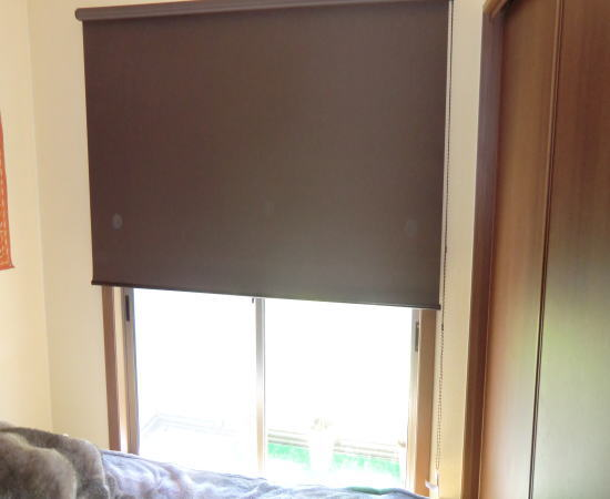 書斎に遮光機能付きロールスクリーン納品