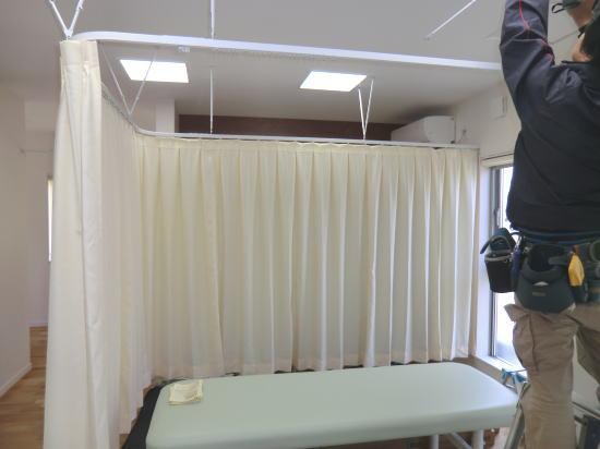 施術スペースの医療用カーテン