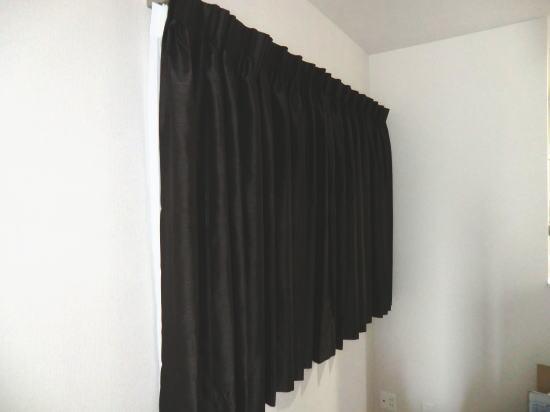 同じスペースにもオーダーカーテン