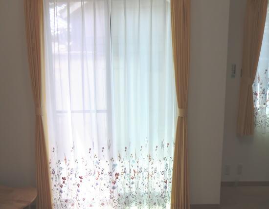 掃き出し窓へオーダーカーテン