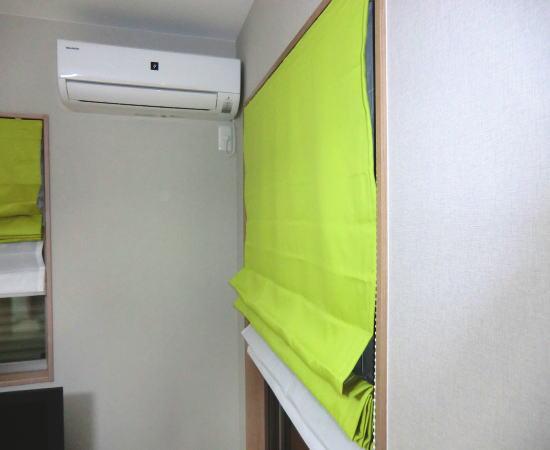 2階洋室にプレーンシェード納品