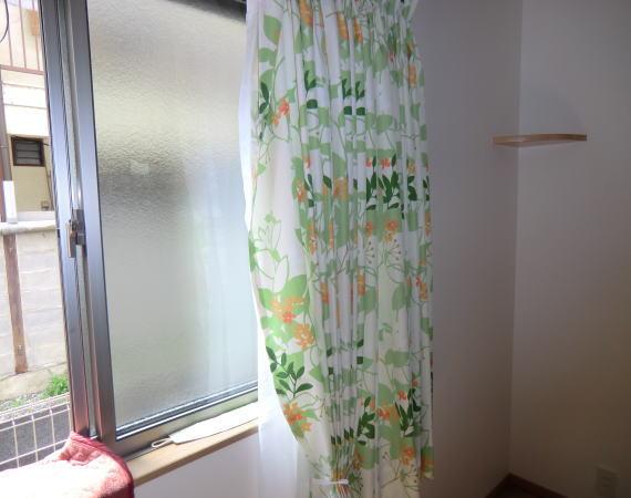 フラワー柄のカーテン