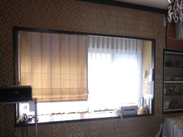 中間窓にプレーンシェード+オーガンジーレースカーテン