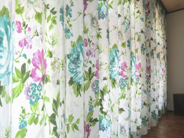 花柄の厚手カーテン