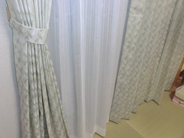 裾サイズもぴったりのオーダーカーテン