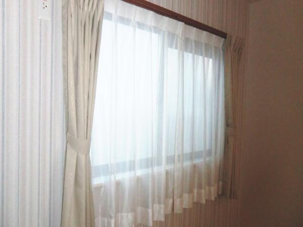 リビングの腰窓にオーダーカーテン